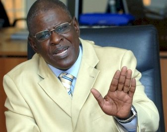Polémiques sur la candidature de Wade a la présidentielle de 2012
